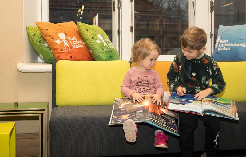 Lapsed loevad raamatut