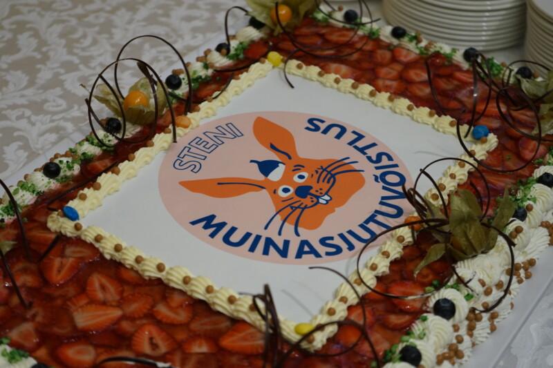 Sten Roosi muinasjutuvõistluse autasustamise tort